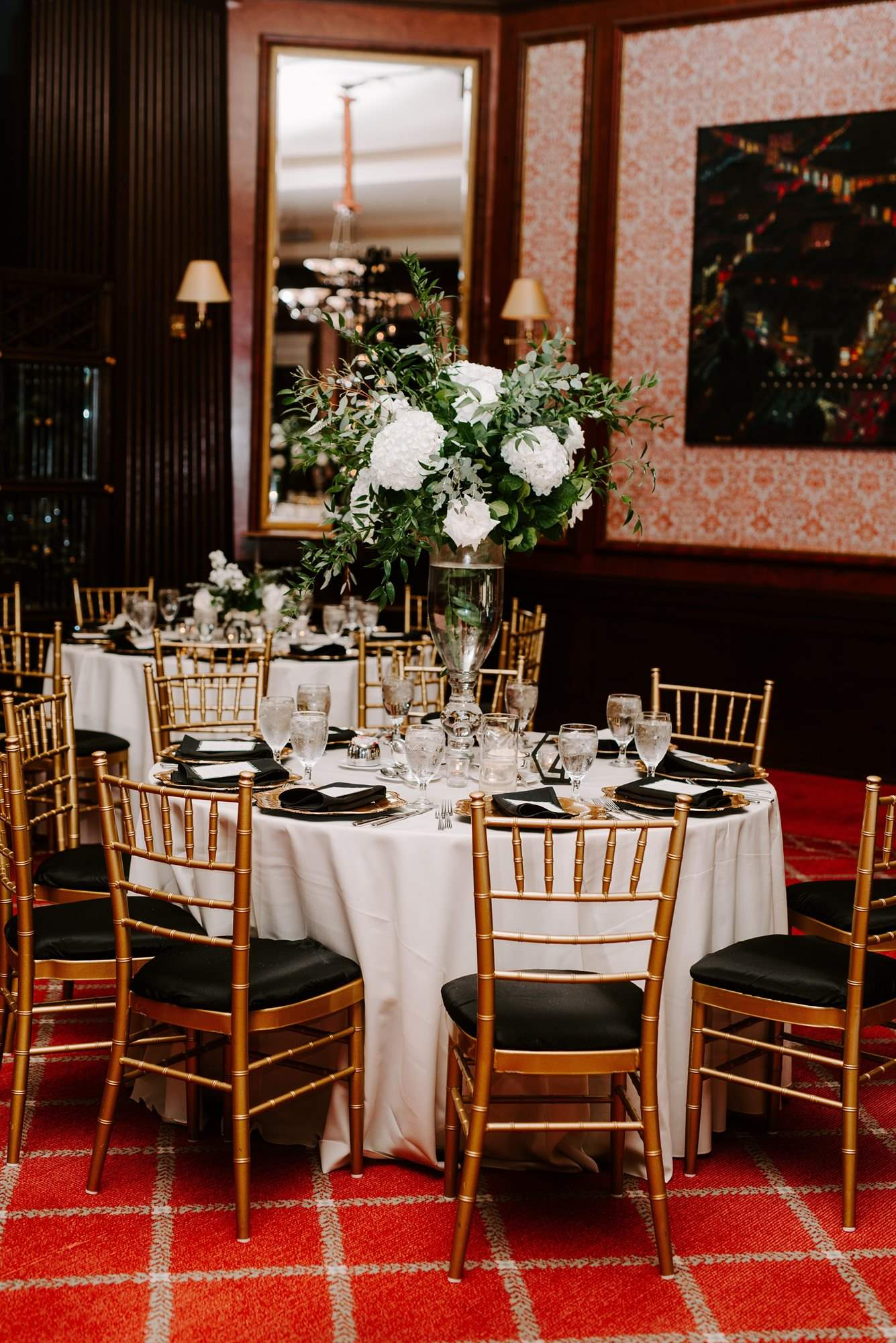 Taylor_Guest_Table_centerpieces